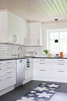 Kök från huset Lommen. Moving Home, Cuisines Design, Double Vanity, Kitchen Ideas, Scotland, Kitchens, Villa, Kitchen Cabinets, Interior