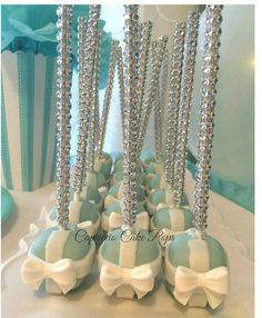 Tiffany and Co. Cake Pop boxes by Capricciocakepops on Etsy Tiffany Cakes, Tiffany Theme, Tiffany Party, Tiffany Wedding, My Bridal Shower, Bridal Shower Favors, Wedding Favors, Wedding Cake, Party Favors
