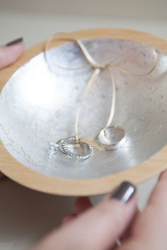 DIY wedding | How to make a silver or gold leaf ring bearer dish... they are so pretty!