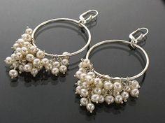 Sylvia White - Galadryl Schmuckdesign auf KUSELVER, Argentium Silber Ohrringe handgefertigt mit kleinen Zuchtperlen