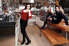 Caitlin Moran and Nigella Lawson trade places Nigella Kitchen, Caitlin Moran, Nigella Lawson, Cute Faces, Girl Crushes, Role Models, Pop Culture, Leather Pants, Female