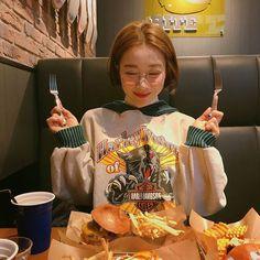 Look at these cute korean fashion 5042 Cute Korean Fashion, Korean Fashion Trends, Japanese Fashion, Ulzzang Fashion, Ulzzang Girl, Korean Girl, Asian Girl, Korean Style, Korean Photo
