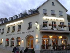 Auberge Les Deux Tours Esch-sur-Sûre Featuring free WiFi, a restaurant and a sun terrace, Auberge Les Deux Tours offers pet-friendly accommodation in Esch-sur-Sûre, 400 metres from National Park Upper Sure. There is a restaurant and guests can have fun at the water park.