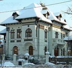 casa in stil neoromanesc Victorian Architecture, Beautiful Architecture, Art And Architecture, Old Building, Building A House, Victorian Photos, Bucharest Romania, Grand Homes, Historic Homes