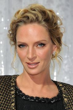 Uma Thurman Wavy Curly Updo Hairstyle for Mature women Curly Hair Updo, Prom Hairstyles For Short Hair, Older Women Hairstyles, Short Curly Hair, Hair Dos, Up Hairstyles, Wedding Hairstyles, Curly Hair Styles, Fashion Hairstyles