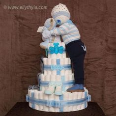 Baby Shower Ides For Girls Gifts Diaper Bouquet Nappy Cake Ideas Baby Shower Gift Basket, Baby Shower Gifts For Boys, Baby Boy Shower, Diy Diapers, Baby Shower Diapers, Pamper Cake, Diaper Bouquet, Baby Bouquet, Diy Diaper Cake