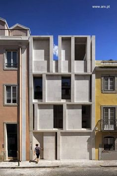 House in Lisbon / ARX PORTUGAL Arquitectos Concrete facade. Pinned to Architecture by Darin Bradbury. Architecture Design, Facade Design, Residential Architecture, Amazing Architecture, Contemporary Architecture, House Design, Installation Architecture, Building Architecture, Concrete Facade