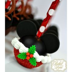 It's a Mickey Mouse Christmas! ☃ Mickey Christmas inspired cake pops for festive first birthday party last weekend ❤ Christmas Cake Pops, Christmas Goodies, Christmas Desserts, Christmas Treats, Christmas Baking, Mickey Mouse Christmas, Mickey Mouse Cake, Cakepops, Disney Cookies