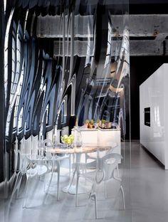 UNDULATING CRYSTAL PANEL LASVIT LIQUIDKRISTAL GLASS IN ARCHITECTURE COLLECTION :: ROSS LOVEGROVE