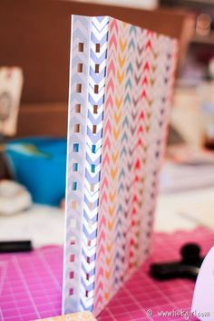 tutorial on binding like this Spiral Book Binding, Coil Binding, Diy Mini Album, Mini Albums Scrap, Scrapbooking, Scrapbook Albums, Binding Covers, Handmade Books, Handmade Cards
