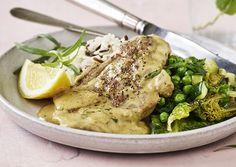 Cremet sennepsgris med estragon, ris og lun ærtesalat