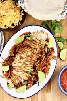 Grilled Chicken Fajitas are the most flavorful and delicious fajitas that you can make. Easy to feed a crowd or to meal prep for busy weeknights. A restaurant favorite that you can make even better in your own backyard. Healthy Baked Chicken, Best Chicken Recipes, Grilled Chicken Recipes, Grilled Chicken Fajitas, Easy Chicken Fajitas, Thin Sliced Chicken, Smoked Chicken, Grilled Vegetables, Chicken And Vegetables
