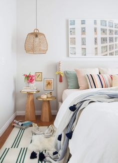 Look how pretty those @thecitizenry side tables are in this bright and boho bedroom!