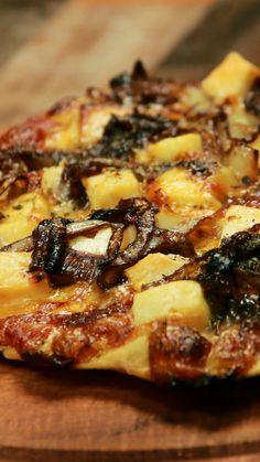 Pizza con Cebolla Caramelizada y Queso de Cabra