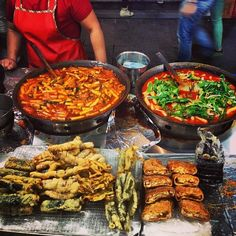 Korean street food: awesome after long night out in Hongdae and Sinchon K Food, Food Now, South Korean Food, Korean Street Food, Nigerian Food, Food Photography Tips, World Recipes, Yummy Food, Healthy Food