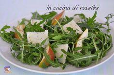 """l'insalata di rucola pere e grana con olio aromatizzato d'arancia, è una ricetta pizzo-free del progetto addiopizzo, preparata da """"la cucina di rosalba"""""""