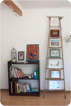 Bee-inspired - DIY ladder photo stand