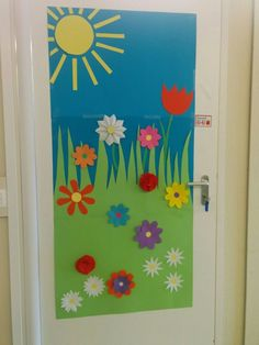 - New Deko Sites Classroom Decor Themes, Classroom Door, Preschool Classroom, Preschool Activities, Class Decoration, School Decorations, Spring Bulletin Boards, School Doors, Spring Crafts For Kids