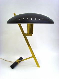 Salle des ventes ABC : Louis KALFF (1897-1976) lampe édition de 1955 en métal et laiton, hauteur +/- 40 cm, qualité de 1er choix