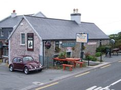 One of my favourite pubs! The Railway Tavern, renowned traditional music pub, session always on Sunday evening and impromptu music on week nights, Tralee - Dingle Railway themed pub. ©Mike O Neill #CuriousEwe #Kerry #Ireland