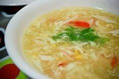 Eier soep (Sop Telor) Dit is een heerlijk Indisch soepje die binnen 30 minuten, heel eenvoudig te bereiden is. Het is een soep die niet zwaar op de maag valt. Zeker het proberen waard.