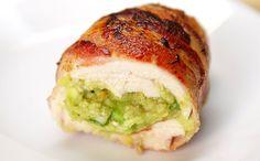 Guacamoléval töltött baconbe tekert csirkemell