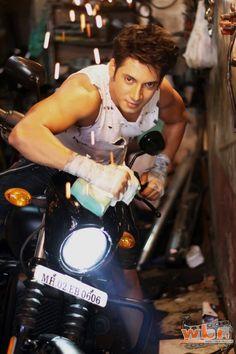 Hot, seductive and popular Ayaz Ahmed, popularly known as Kabir from MTV India's popular show 'Kaisi Yeh Yaariaan' is currently having a revamp mode; Read more: http://www.washingtonbanglaradio.com/content/115036815-ayaz-ahmed-kabir-kaisi-hai-yariyaan-gets-makeover#ixzz3sOKjhRVi  Via Washington Bangla Radio®  Follow us: @tollywood_CCU on Twitter