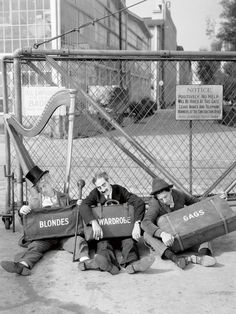 Harpo, Groucho and Chico Marx outside the gates of the Los Angeles Studios MGM, 1938 (Photo by Virgil Apger) Harpo Marx, Groucho Marx, Golden Age Of Hollywood, Old Hollywood, Classic Hollywood, Grosse Fatigue, Abbott And Costello, Laurel And Hardy, Cinema