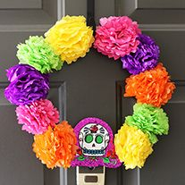 There are many reasons why I love to celebrate the Day of the Dead, but my favorite is definitely the freedom to use all the colors I want to decorate my home or the altar during the celebration. I've been feeling lately that our front door looks sad and empty, so I decided to make something pretty related to the season, and what could be better than something inspired by this celebration that I enjoy so much. Also, I was so excited to try the Day of the Dead products by Crafty Chica…