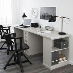 KLIMPEN tafel  | IKEA IKEAnl IKEAnederland wooninspiratie inspiratie bureau grijs lichtgrijs werkplek werkkamer studeren robuust klassiek FEODOR bureaustoel stoel zwart hout armleuningen