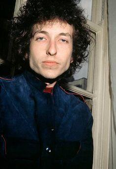 May 3 1966 Bob DYLAN posed looking to camera at Mayfair Hotel