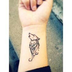 Cute Wolf Tattoo on Wrist ❤ liked on Polyvore featuring accessories, body art, tattoos, beauty and tattoos and piercings