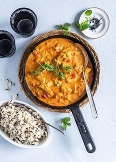 Helppo kanakastike arkeen - Perinneruokaa prkl What To Cook, Curry, Food And Drink, Pasta, Ethnic Recipes, What's Cooking, Curries, Pasta Recipes, Pasta Dishes