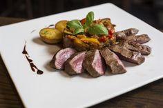 und wieder ein Lammrücken.. Austria, Steak, Ethnic Recipes, Food, Essen, Steaks, Meals, Yemek, Eten