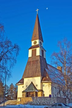 Church of Rovaniemi_ Rovaniemen kirkko. Arkkitehti Bertel Liljequistin suunnittelema kirkko valmistui vuonna 1950.  Kuva Aili Alaiso Winter White, Empire State Building, Finland, Winter Wonderland, Travel, Viajes, Destinations, Traveling, Trips