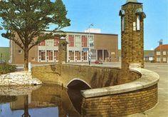 Postbrug met op de achtergrond Huize Tijdverdrijf(van de marine)