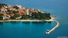 Novigrad Novigrad liegt auf einer kleinen Halbinsel, die zum Norden hin die Bucht Tarski zaljev   http://www.e-kroatien.de/istrien/novigrad  #kroatien #istrien #urlaub #ferien #adria #hrvatska #croatia #novigrad