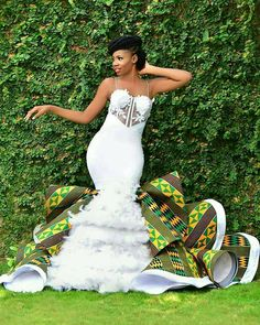 Bridal List: Viral 2019 Ghanaian 🇬🇭 Jaw-Dropping Kente Wedding Dress A Bride Must Have - African fashion African Print Wedding Dress, African Wedding Attire, African Attire, African Wedding Theme, African Weddings, African Prom Dresses, Latest African Fashion Dresses, African Dress, African Bridal Dress