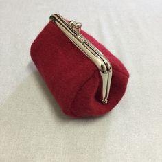 がま口 ダイソー口金10㎝角形の型紙: 手芸とDIYが好きかもしれない私のブログ Fabric Crafts, Sewing Crafts, Frame Purse, Pouch, Wallet, Purse Patterns, Hand Sewing, Cufflinks, Coin Purse