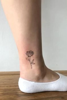 Tiny Tattoos For Girls, Girly Tattoos, Mom Tattoos, Little Tattoos, Friend Tattoos, Pretty Tattoos, Tattoos For Women Small, Finger Tattoos, Cute Tattoos