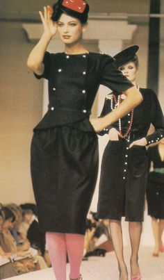 Chloe runway December 1978. Disco was dying along with its draped and loose dresses and polyester suits, one year before 1980s began, Fashion turned to high Drama as we see here these tailored jackets, sharper accentuated shoulders and hats in round, square, and other geometric shapes. 80s High Fashion had arrived ! more photos @ Featherstone Vintage.Tumblr