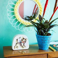Mirror made of Mexican wire in the shape of a flower. Pink, Objects, Decor, Kitsch, Light Touch, Yellow Kitchen, Kitchen Mirror, Mirror, Deco