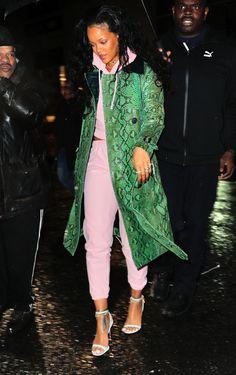 Rihanna out and about in NYC (Jan. Fashion Killa, Look Fashion, Autumn Fashion, Fashion Outfits, Fashion Trends, Looks Rihanna, Rihanna Outfits, Rihanna Dress, Rihanna Street Style