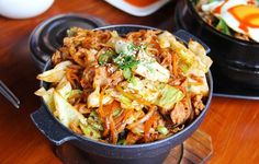 Korean food items are mouthwatering - Koreans prefer metalic chopsticks to have their meals - They are the largest consumer of garlic Healthy Recipes On A Budget, Healthy Soup Recipes, Eat Healthy, Healthy Living, Cheap Recipes, Skillet Recipes, Healthy Weight, Pork Recipes, Keto Recipes
