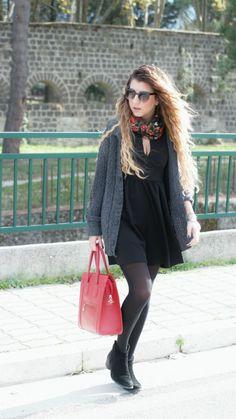 Sabrina Musco total black winter fall red bag blonde hair long