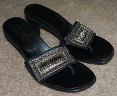 Donald J Pliner black leather thong sandal heel shoes womens size 8M #DonaldJPliner #ThongMules #Casual