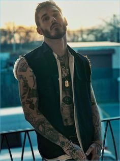 David Alexander Flinn is a little rough around the edges as he links up with H magazine. Robbie Fimmano photographs the tattooed model for the latest H cover… Männermodels Tattoo, Beard Tattoo, Photographer Tattoo, Tattoo Photography, Photography Ideas, Boy Tattoos, Tattoos For Guys, Tatoos, Male Models Tattoo