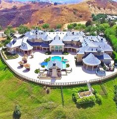 Incredible mega mansion in the California Hills Now that's my house Dream Home Design, My Dream Home, House Design, Mega Mansions, Mansions Homes, Luxury Mansions, Celebrity Mansions, Celebrity Houses, Dream Mansion