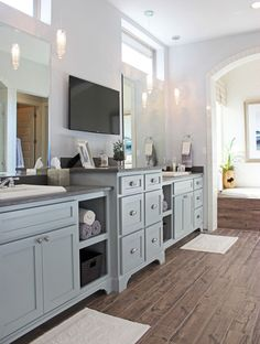 20 Shaker Style Kitchens Cabinets Trends, Ideas & How to Design - Modern Blue Gray Kitchen Cabinets, Grey Painted Kitchen, Shaker Style Kitchen Cabinets, Grey Cupboards, Modern Grey Kitchen, Light Grey Kitchens, Shaker Style Kitchens, Kitchen Cabinet Styles, Kitchen Cabinet Colors