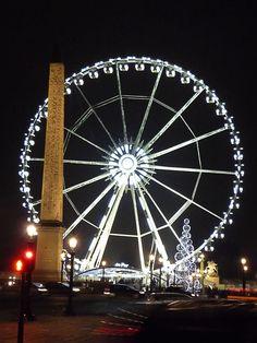 La grande roue et l'obélisque sur la place de la Concorde, Paris, France